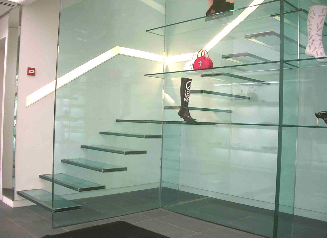 We work with glass, aluminium and composites